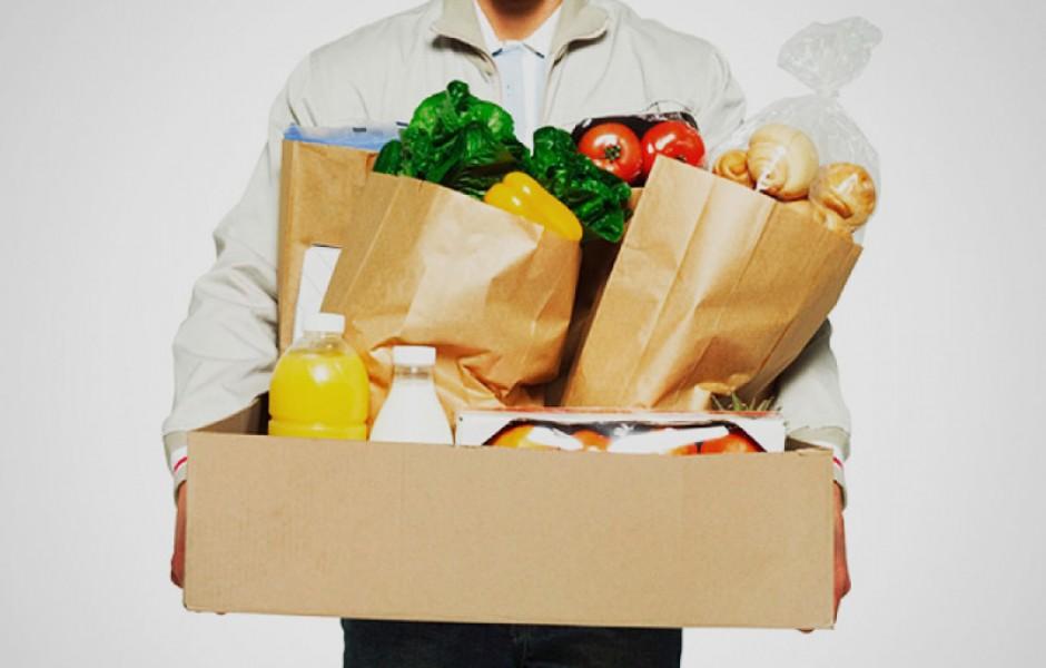 Коробки и пакеты с продуктами
