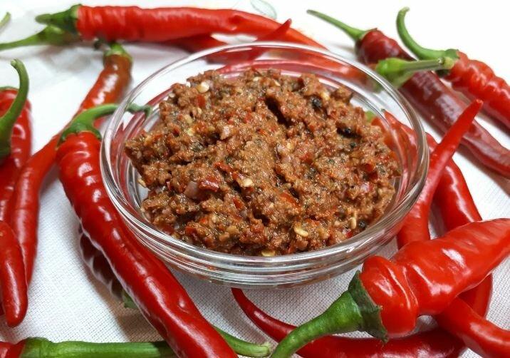 Аджика, или острые соусы на зиму: четыре пряных рецепта